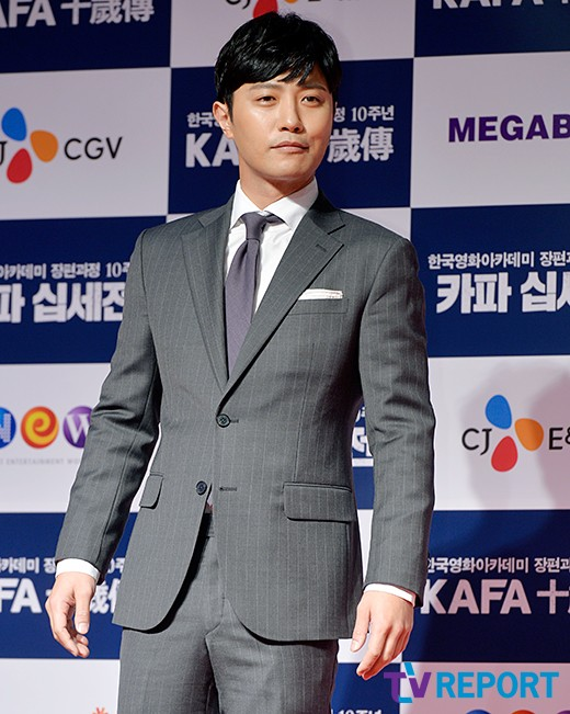 jin-goo-kafa-red-carpet-01-drama-chronicles