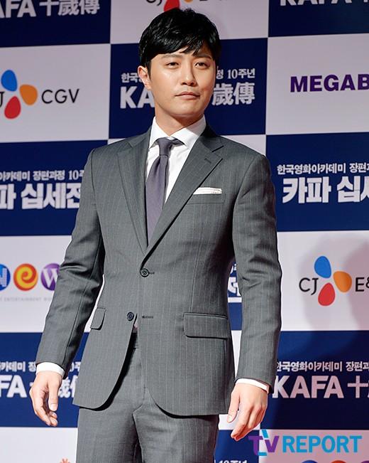 jin-goo-kafa-red-carpet-01-drama-chronicles
