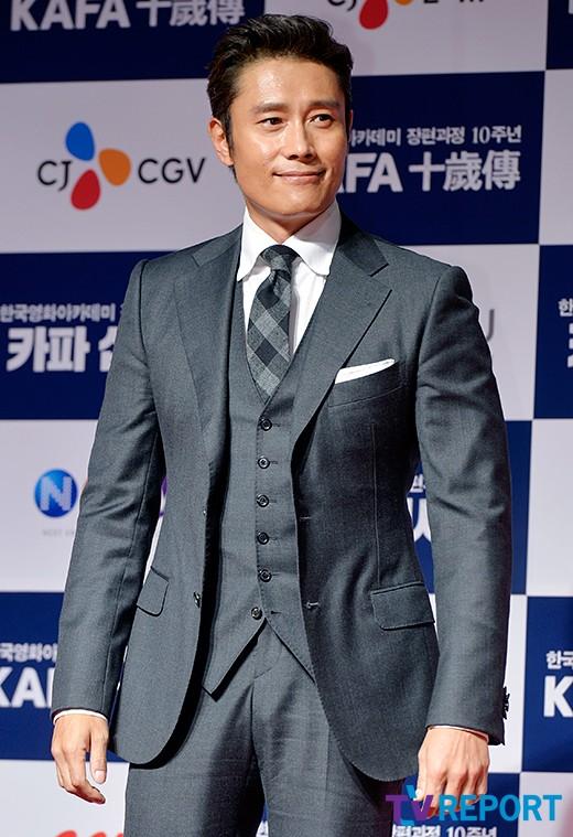 lee-byung-hun-kafa-red-carpet-01-drama-chronicles