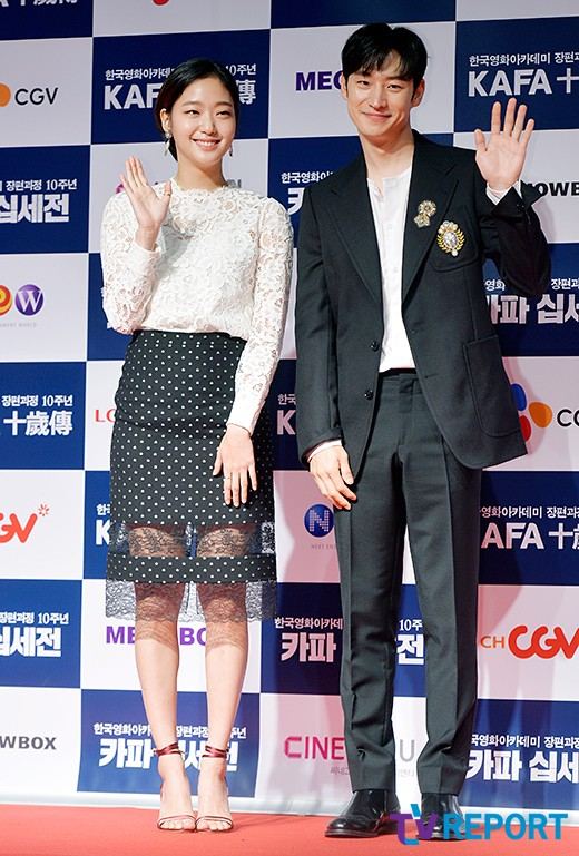 lee-je-hoon-and-kim-go-eun-kafa-red-carpet-01-drama-chronicles