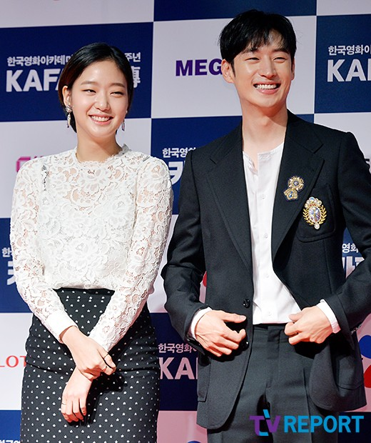 lee-je-hoon-and-kim-go-eun-kafa-red-carpet-03-drama-chronicles