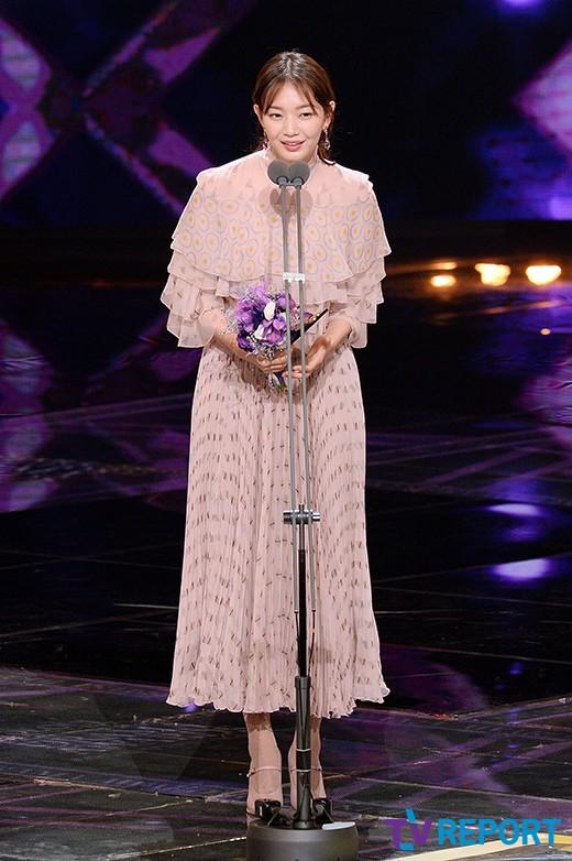 seoul-drama-awards-2016-shin-min-ah-09-drama-chronicles
