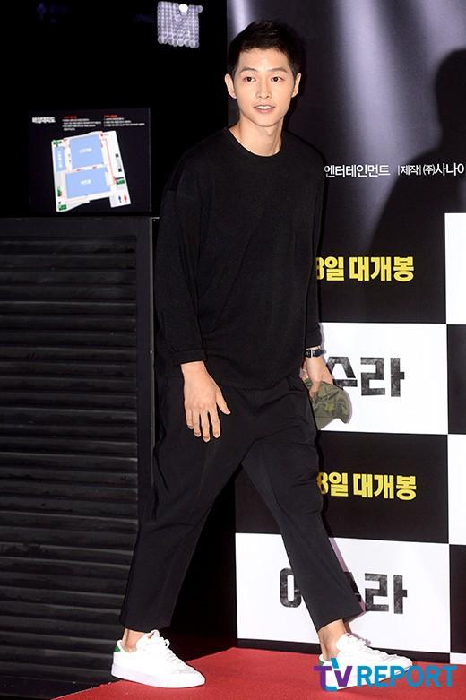 song-joong-ki-azura-vip-premiere-01-drama-chronicles