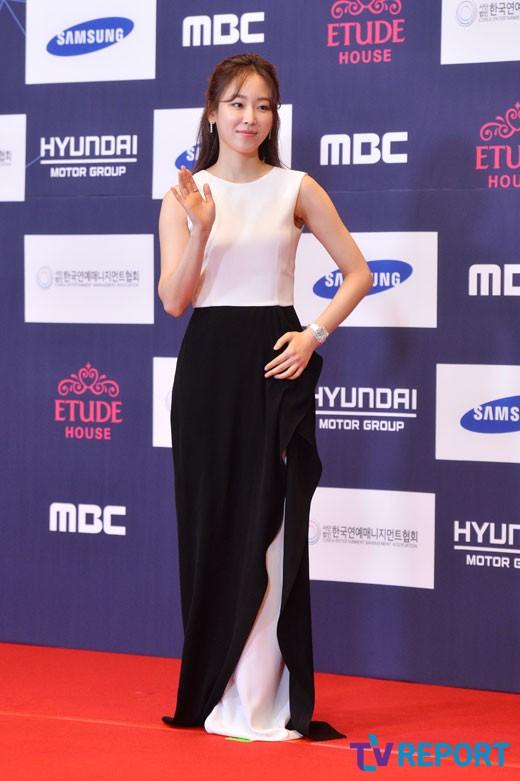 seo-hyun-jin-apan-awards-02-drama-chronicles