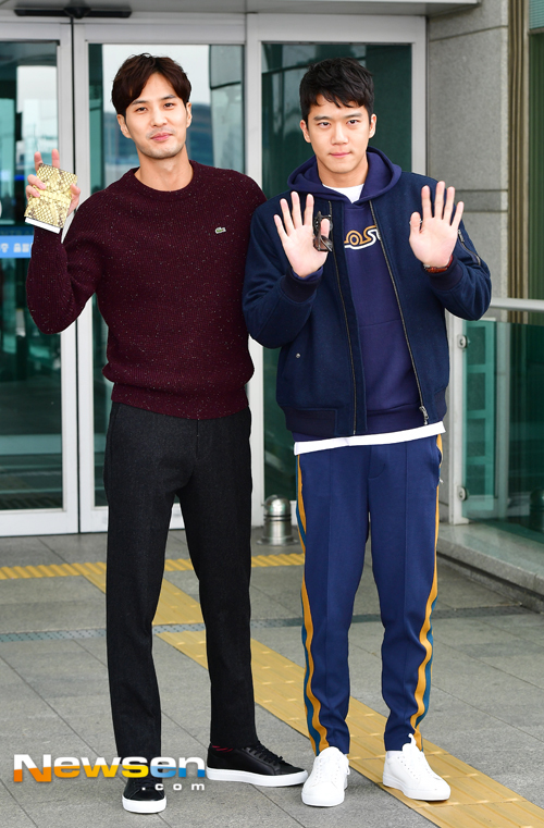 ha-suk-jin-kim-ji-seok-october-airport-fashion-01-drama-chronicles