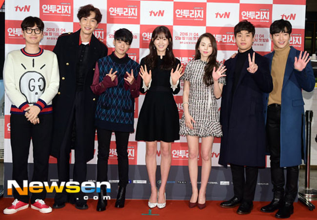 "Lee Kwang Soo and ""Entourage"" cast photo c/o Newsen"