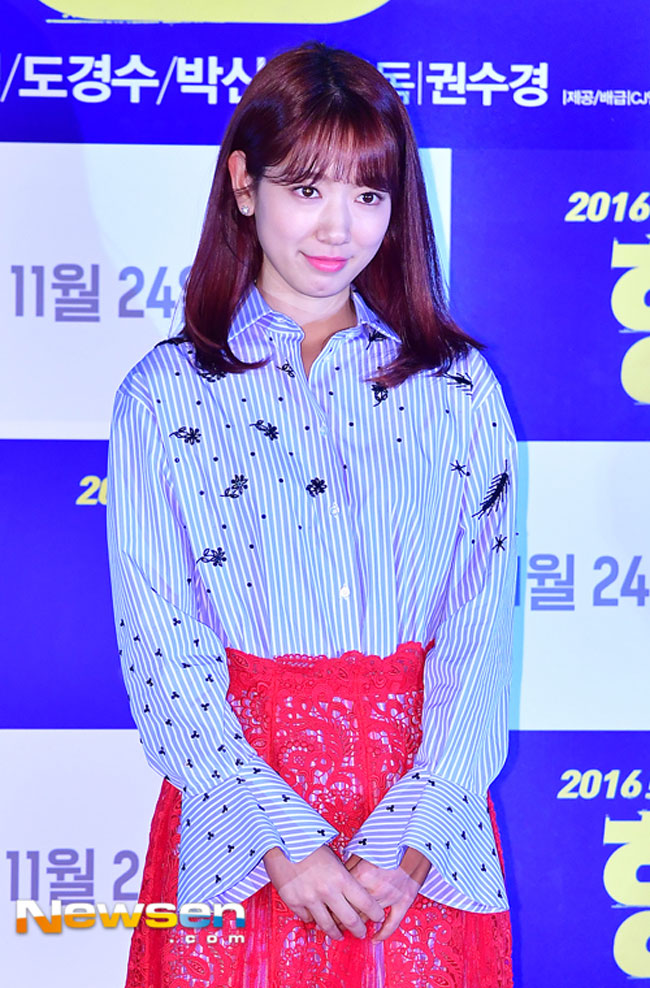 park-shin-hye-hyung-vip-premiere-02-drama-chronicles