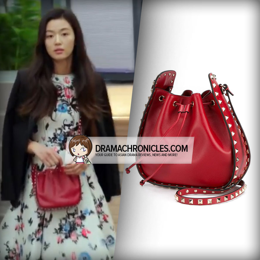 Jun Ji Hyun wearing a Valentino Garavani Rockstud Bucket Bag.