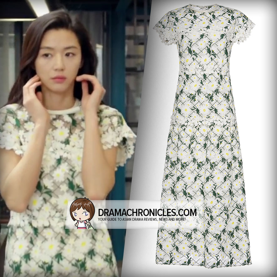 Jun Ji Hyun wearing a Giambattista Valli Dress.