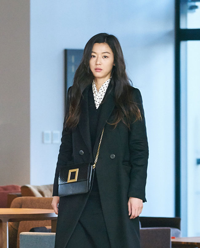"Jun Ji Hyun in ""The Legend of the Blue Sea"" episode 18 c/o Rouge & Lounge"