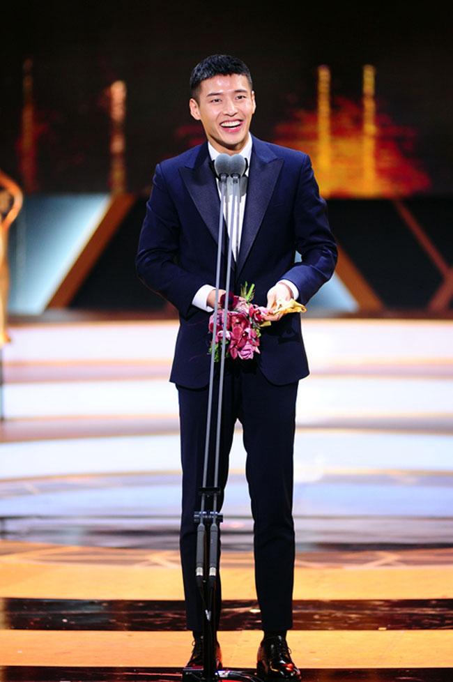 Kang Ha Neul c/o Newsen