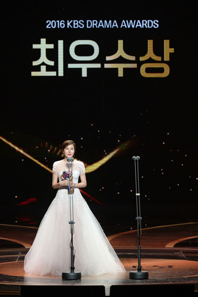 Kim Ha Neul c/o Newsen