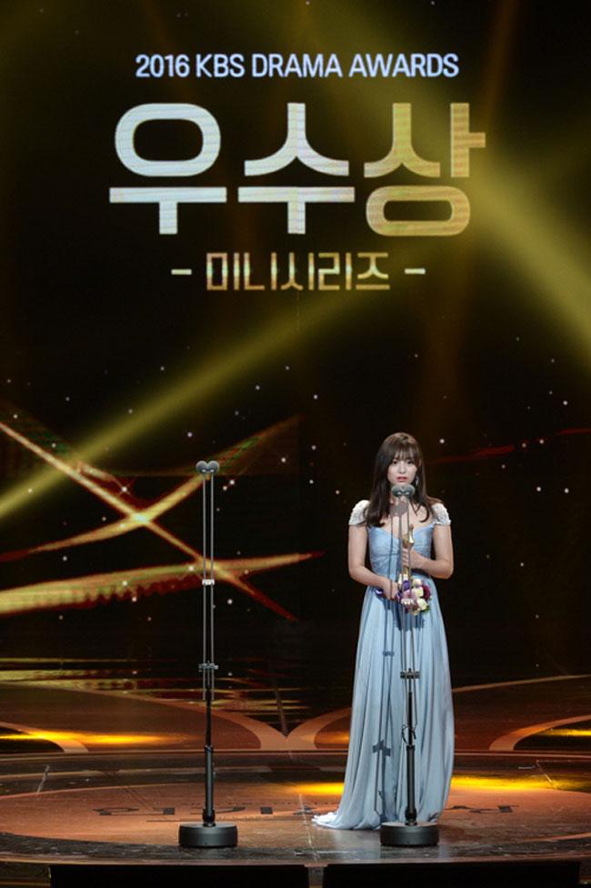 Kim Ji Won c/o Newsen