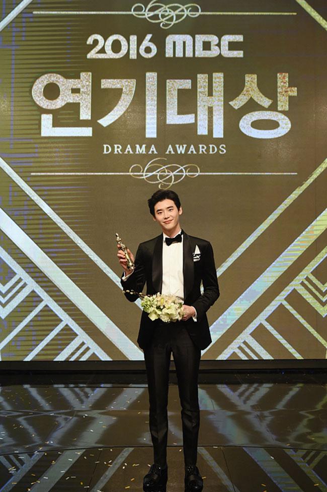 Lee Jong Suk c/o Newsen