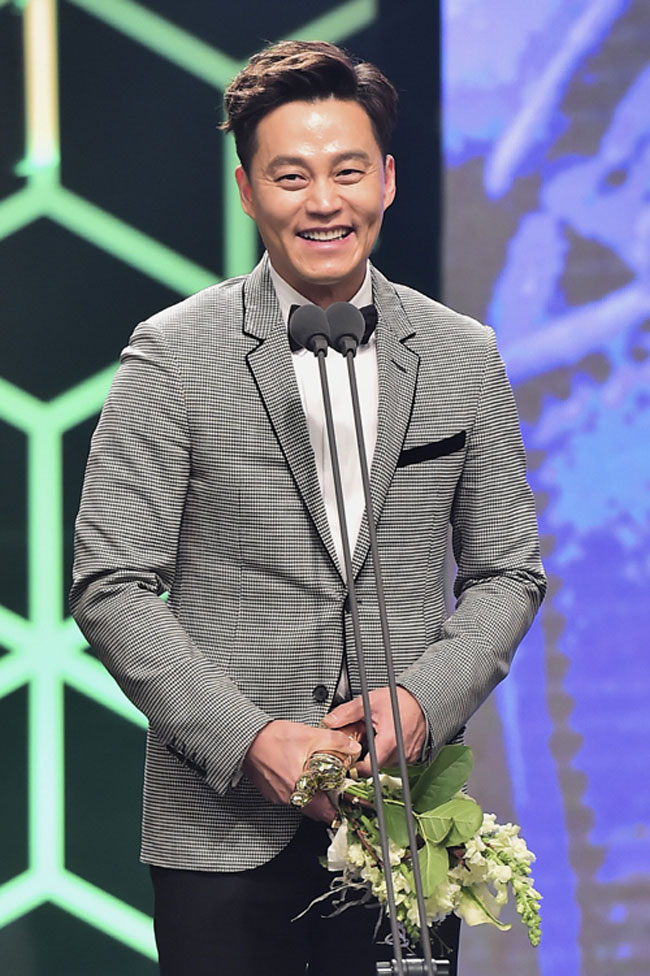 Lee Seo Jin c/o Newsen