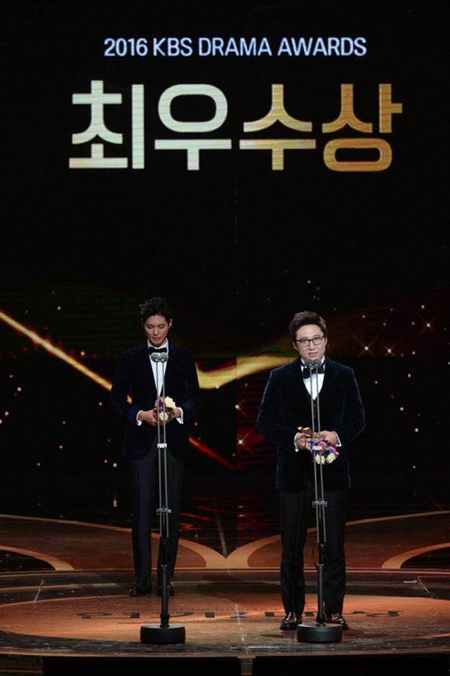 Park Shin Yang and Park Bo Gum c/o Newsen