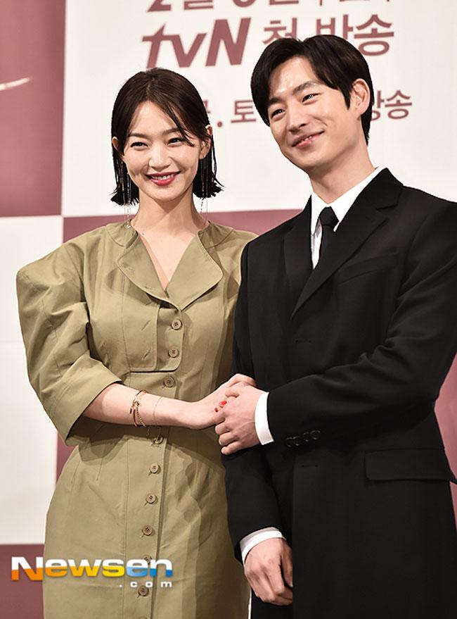 Shin Min Ah and Lee Je Hoon c/o Newsen