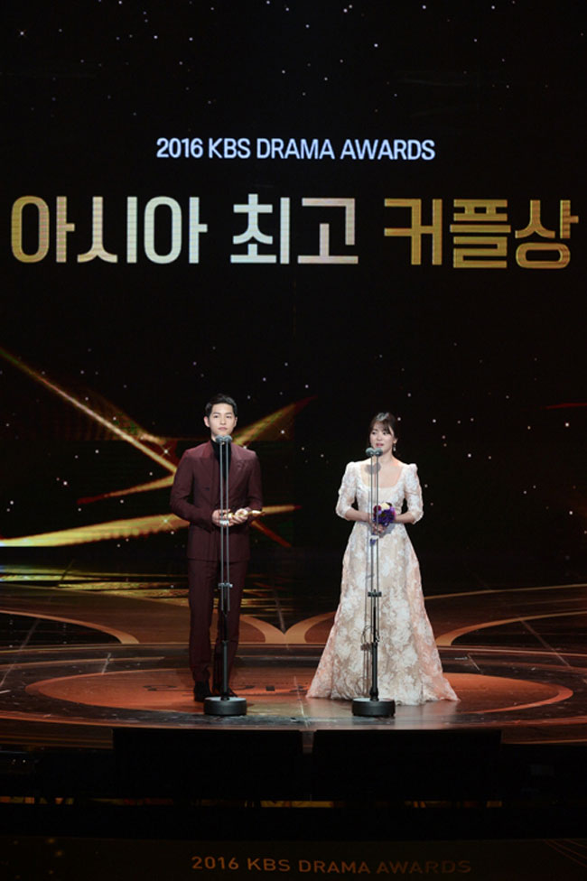 Song Joong Ki and Song Hye Kyo c/o Newsen
