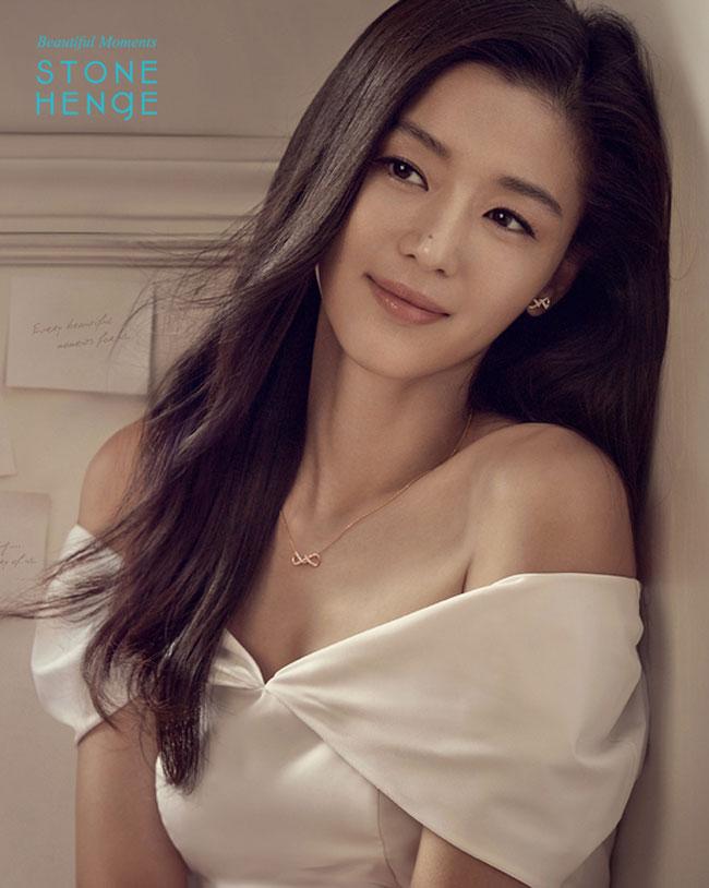 Jun Ji Hyun c/o STONEHENgE