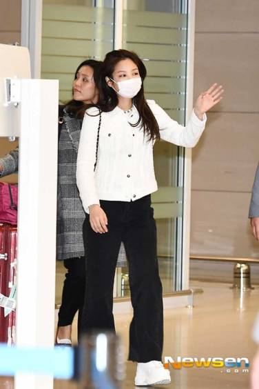 Blackpink-Jennie-Airport-Fashion-After-PFW-2019-Drama-Chronicles-02