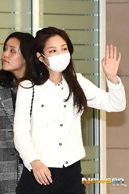 Blackpink-Jennie-Airport-Fashion-After-PFW-2019-Drama-Chronicles-03