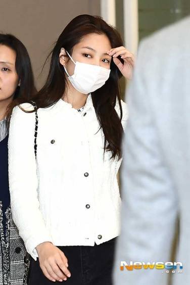 Blackpink-Jennie-Airport-Fashion-After-PFW-2019-Drama-Chronicles-05