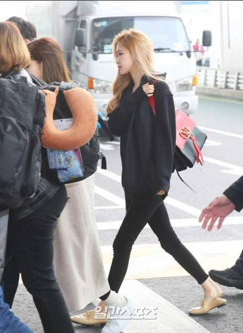 BlackPink-Rose-Airport-Fashion-01-Drama-Chronicles
