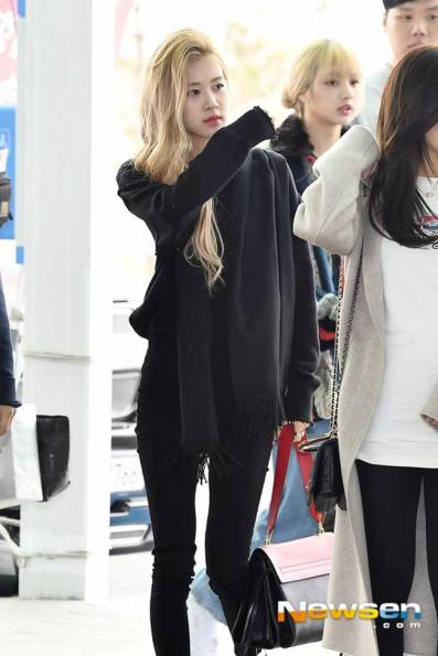 BlackPink-Rose-Airport-Fashion-02-Drama-Chronicles