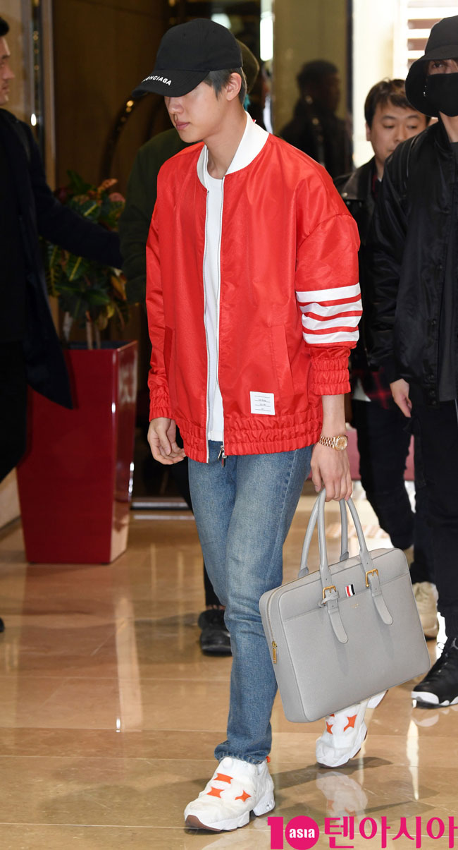 BTS-Jin-March-2019-Airport-Fashion-Drama-Chronicles-02