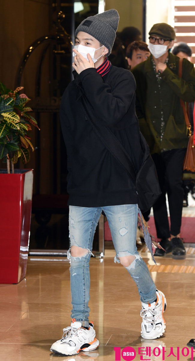 BTS-Suga-March-2019-Airport-Fashion-Drama-Chronicles-02