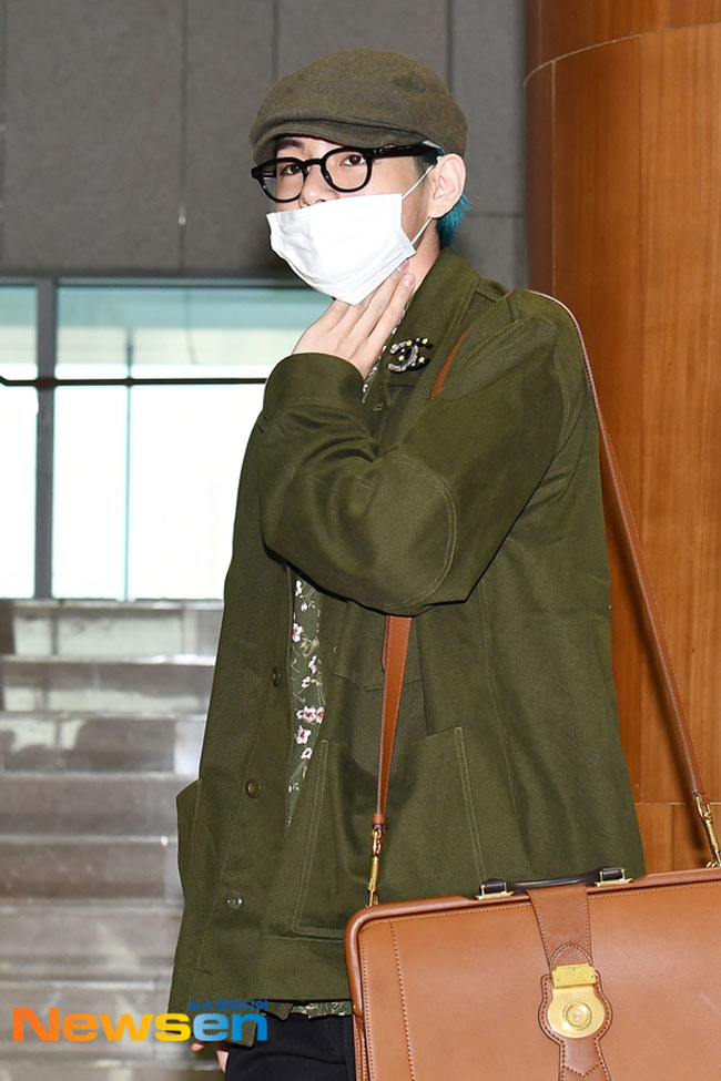 BTS-V-March-2019-Airport-Fashion-Drama-Chronicles-06.jpg