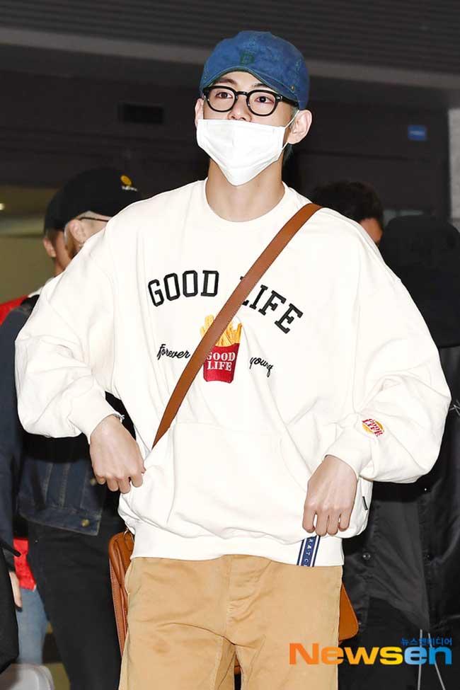 BTS-V-March-25-Airport-Fashion-Drama-Chronicles-04