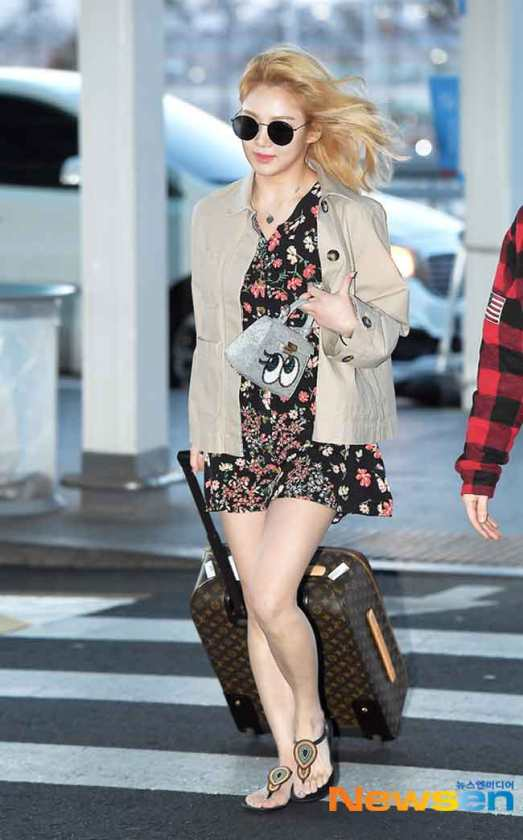 Girls-Generation-Hyeoyeon-March-Airport-Fashion-2019-Wk-2-Drama-Chronicles-01