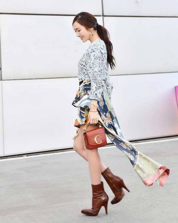 Jessica-Jung-04-Paris-Fashion-Week-Drama-Chronicles
