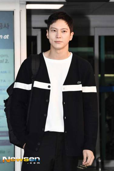 Joo-Won-March-2019-Airport-Fashion-Drama-Chronicles-02