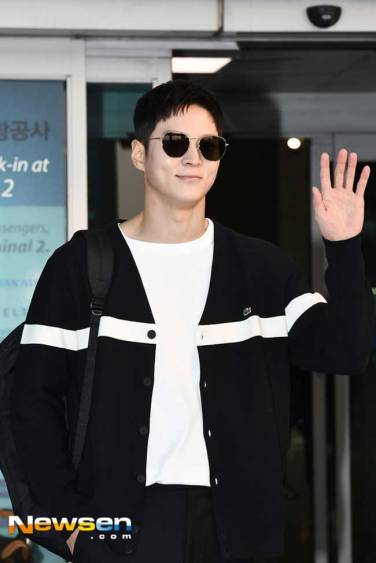 Joo-Won-March-2019-Airport-Fashion-Drama-Chronicles-04