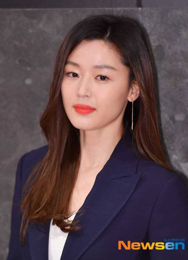 Jun-Ji-Hyun-Rouge-and-Lounge-March-2019-Drama-Chronicles-13