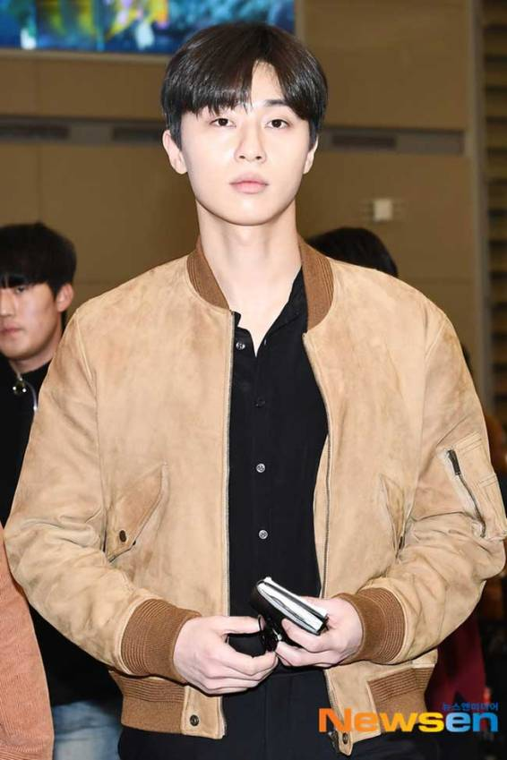 Park-Seo-Joon-March-2019-Airport-Fashion-Drama-Chronicles-01