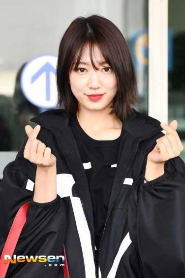 Park-Shin-Hae-Airport-Fashion-March-2019-Drama-Chronicles-04