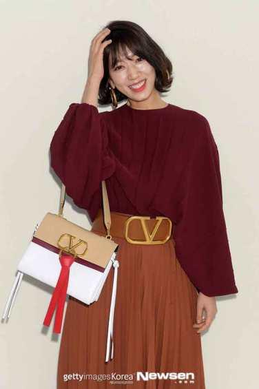 Park-Shin-Hye-Paris-Fashion-Week-02-Drama-Chronicles