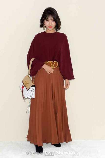 Park-Shin-Hye-Paris-Fashion-Week-03-Drama-Chronicles