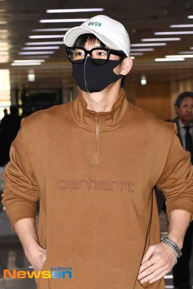 Seo-In-Guk-March-Airport-Fashion-2019-Batch-3-Drama-Chronicles-01