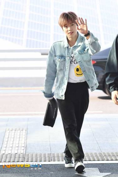 Wanna-One-Park-Ji-Hoon-March-Airport-Fashion-2019-Drama-Chronicles-05