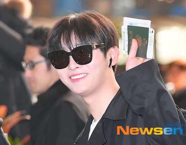Wanna-One-Yoon-Ji-Sung-March-2019-Airport-Fashion-Drama-Chronicles-02