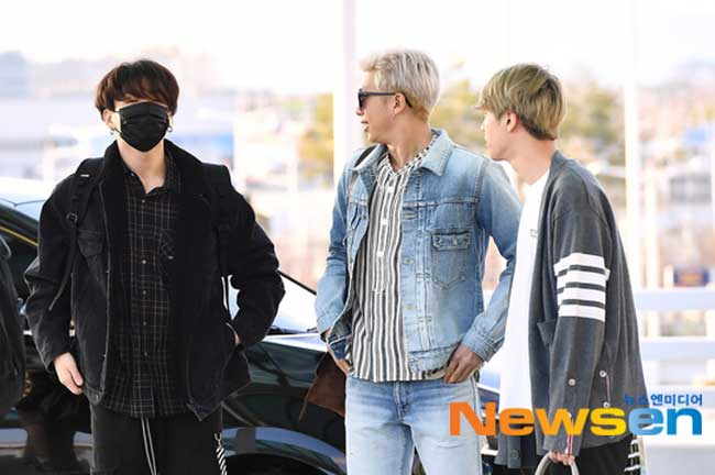 BTS-April-10-Airport-Fashion-Drama-Chronicles-01