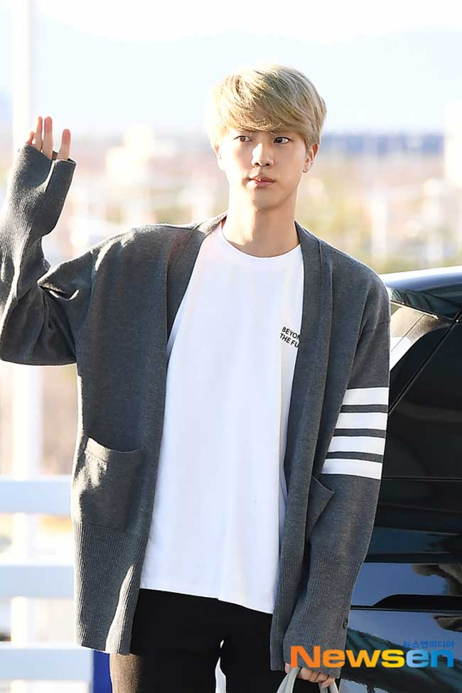 BTS-April-10-Airport-Fashion-Drama-Chronicles-18