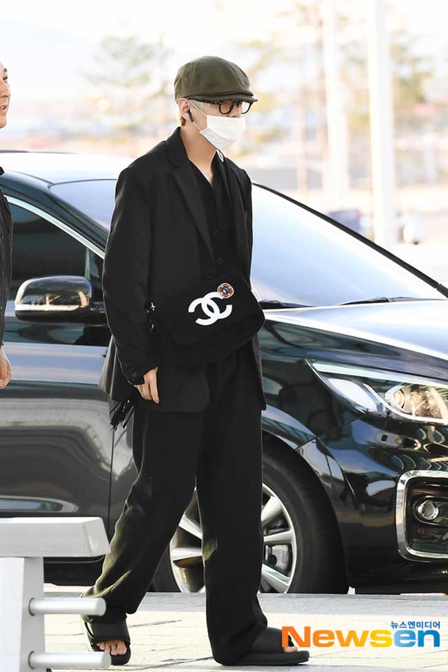 BTS-April-10-Airport-Fashion-Drama-Chronicles-22
