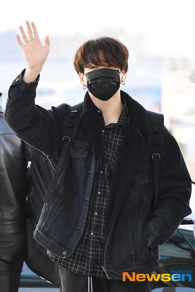 BTS-April-10-Airport-Fashion-Drama-Chronicles-29