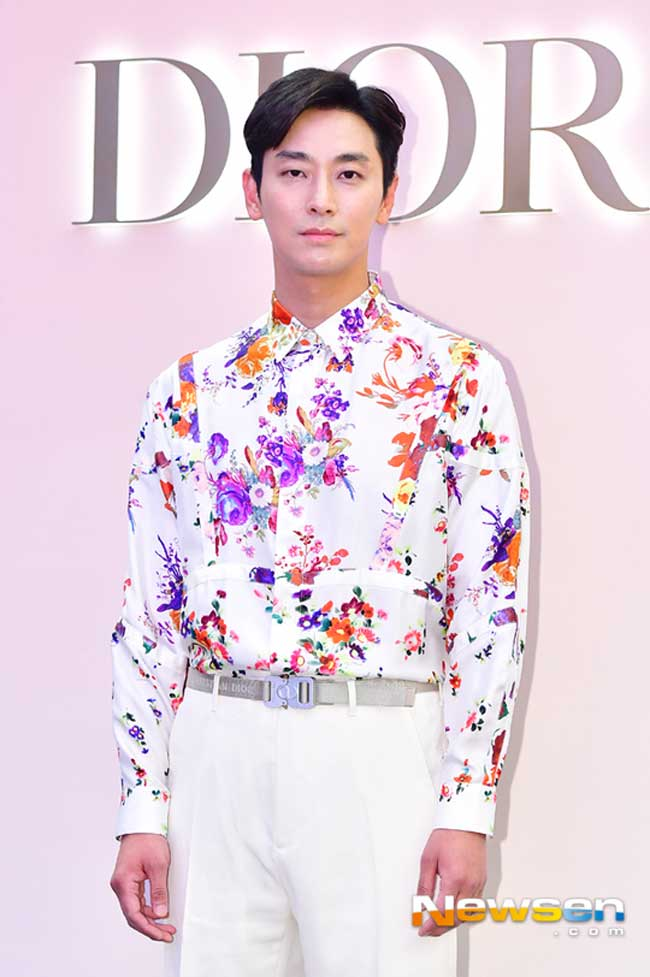 Ju-Ji-Hoon-Dior-Event-March-2019-Drama-Chronicles-01