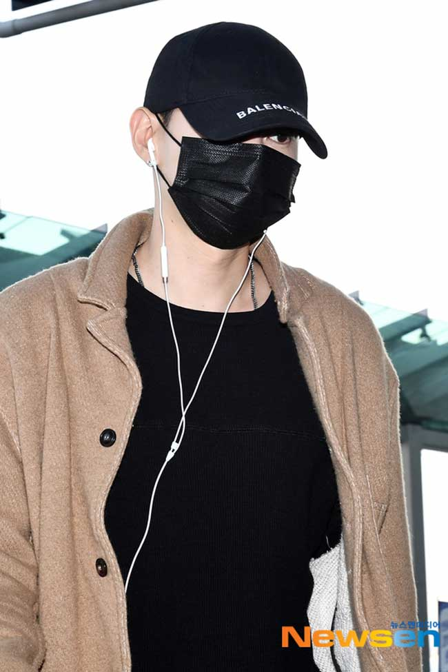 Super-Junior-Eunhyuk-March-2019-Airport-Fashion-Drama-Chronicles-02